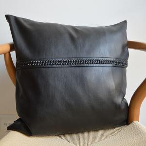 クッションカバー 抱き枕カバー 人工やぎ革 工業風 黒色 LFDP177